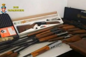 Armi ros blitz neofascisti