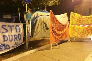 Attiva lavoratori striscioni protesta Pescara Abruzzo Notizie