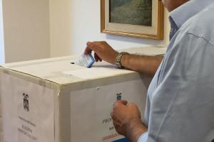 Elezioni provincia L'Aquila voto urna seggio elettorale Abruzzo Notizie (1)