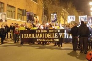 Fiaccolata vittime sisma terremoto Abruzzo Notizie