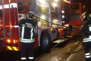 Incendio Notte vigili del fuoco 115