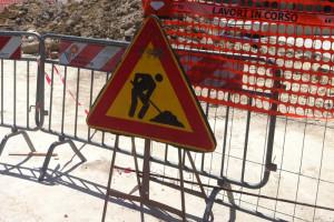 Lavori in corso cantiere transenna fogna rottura conduttura idrica Acqua alluvione Abruzzo Notizie (2)