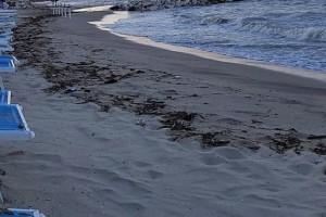 Mareggiata spiaggia maltempo mare