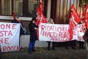 Protesta regione addetti pulizie
