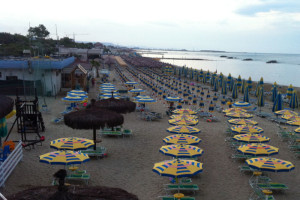 Spiaggia mare costa ombrelloni Abruzzo Notizie