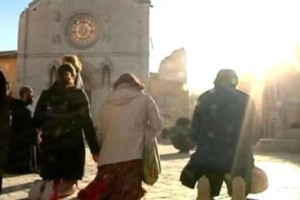 terremoto-norcia-preghiera-sfollati