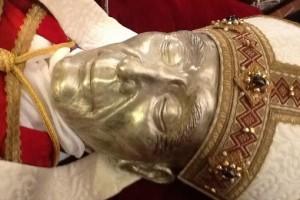 celestino V buco in fronte cranio