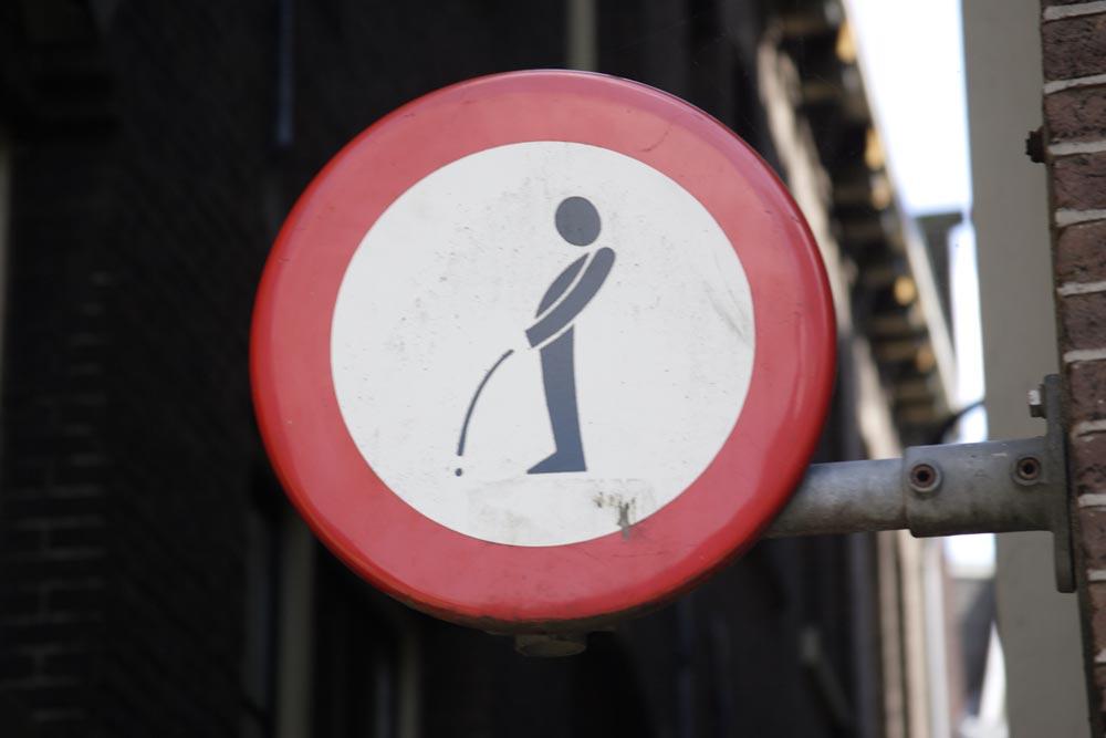 La schiavit del lavoro italia si arrivati a pisciarsi addosso per paura di perdere il lavoro - Andare spesso in bagno a fare pipi ...