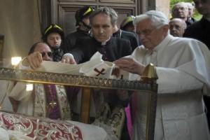 pallio celestino V molinari papa Benedetto XVI L'Aquila terremoto