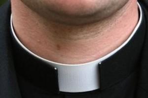 parroco  prete sacerdote