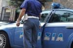 Palpeggia una minorenne, arrestato