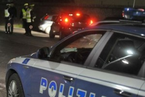 polizia stradale notte pattuglia