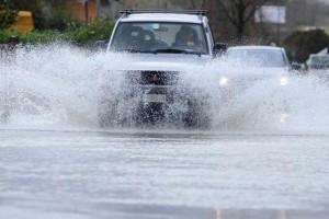 strada chiusa pioggia